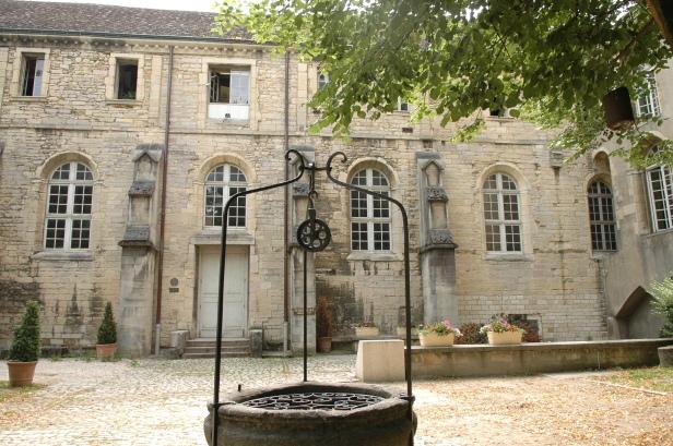Musée Archéologique à Dijon